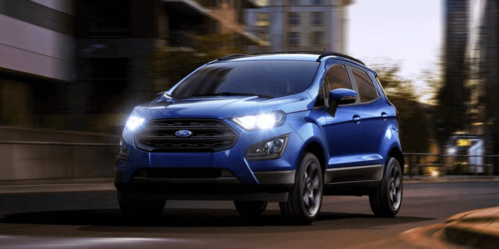 2018 Ford EcoSport LED signature lighting and halogen projector headlamps