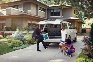 2018 Ford Expedition HANDS-FREE FOOT-ACTIVATED LIFTGATE