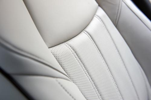 2017 INFINITI Q70 Seats